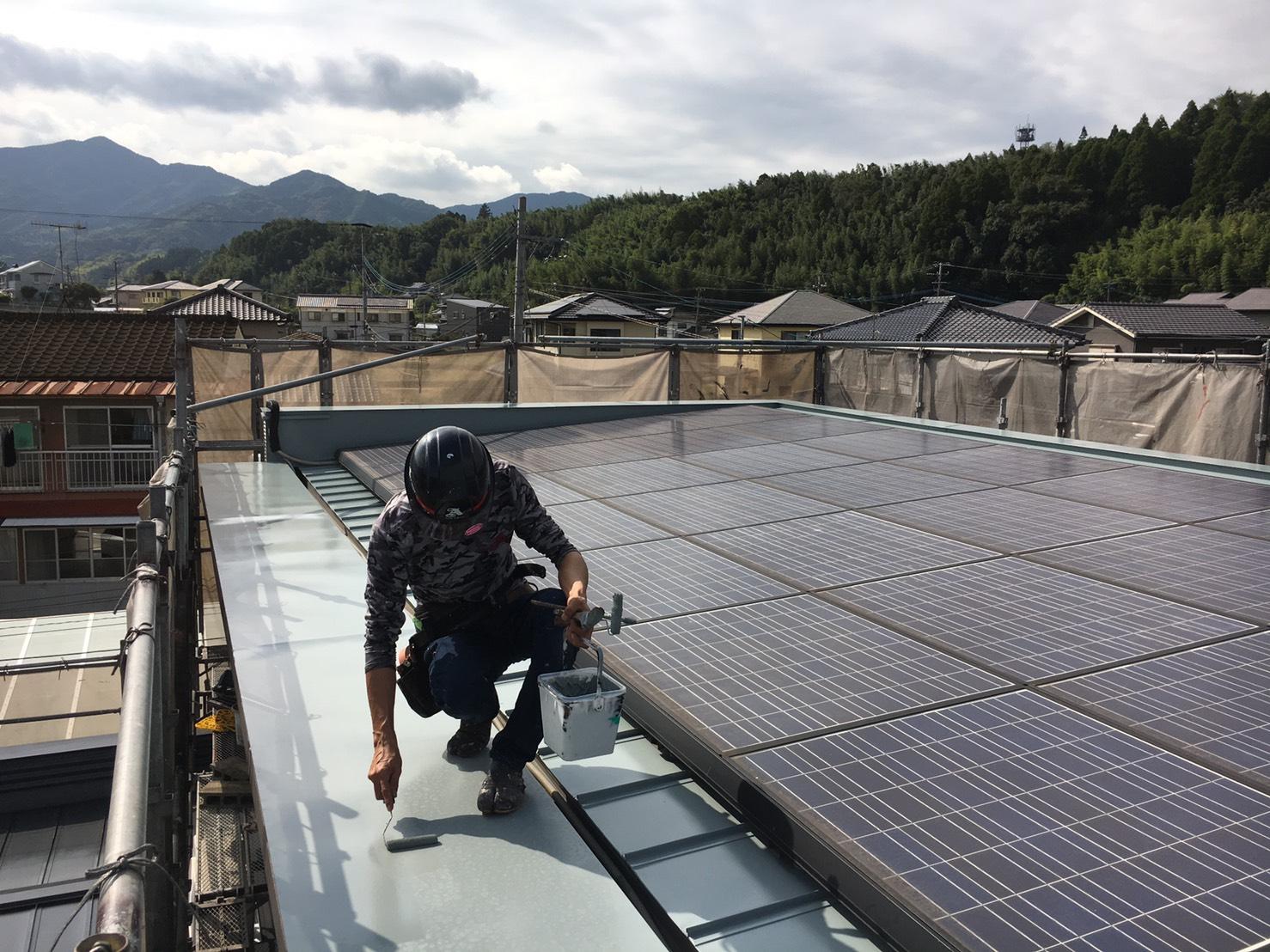 大分市中判田|スーパーシャネツサーモFで屋根板金上塗りです