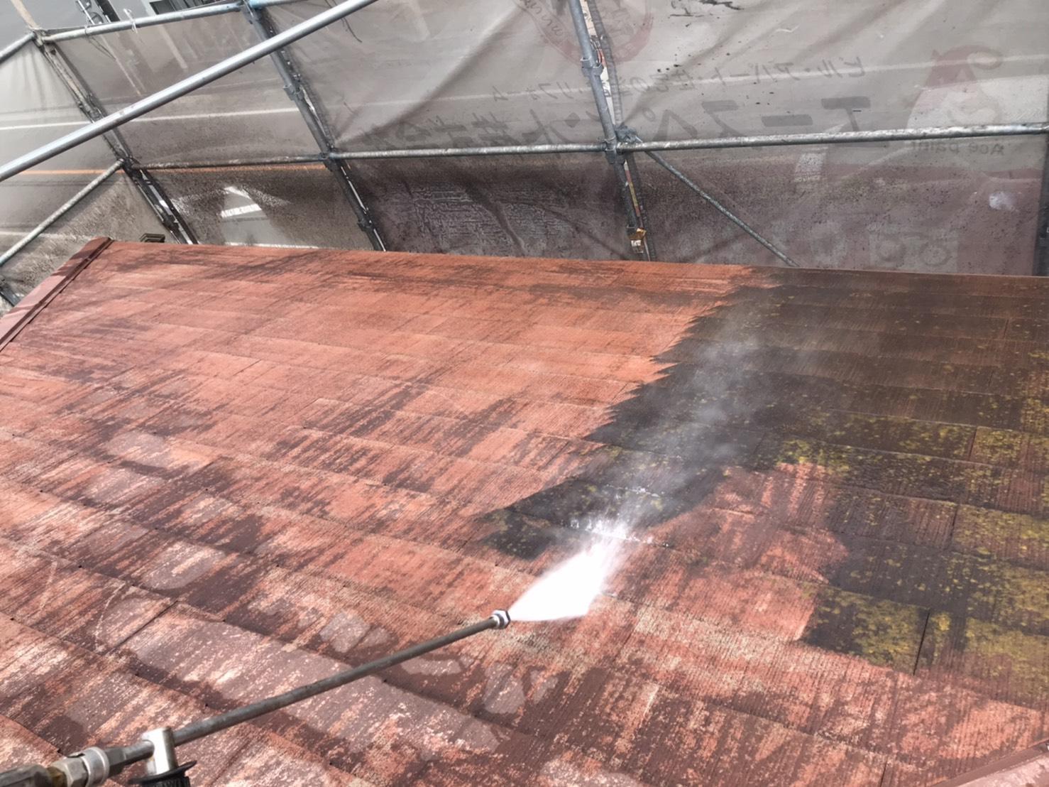 佐伯市池田にて屋根塗装、外壁塗装工事の為、高圧洗浄工事を行いました。