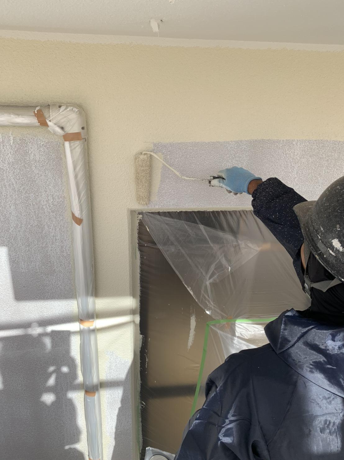 大分市|アステックペイント|シリコンREVO1000で外壁上塗り作業です